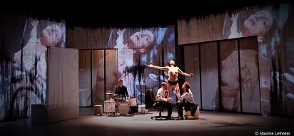 Théâtre : Toute nue